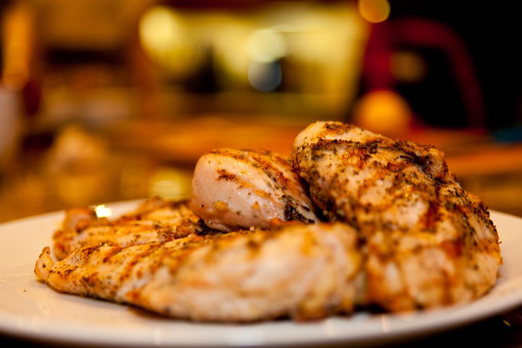 Grillowany kurczak z truskawkami i sosem balsamicznym